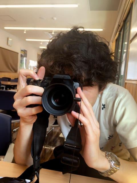 カメラ 構える